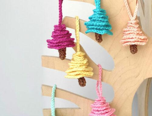 Kerstboom-hangers (gratis haakpatroon)